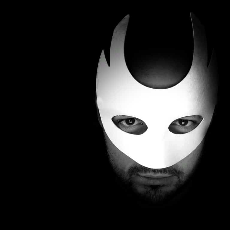 Askar Lashkin baritono in maschera di Don Giovanni